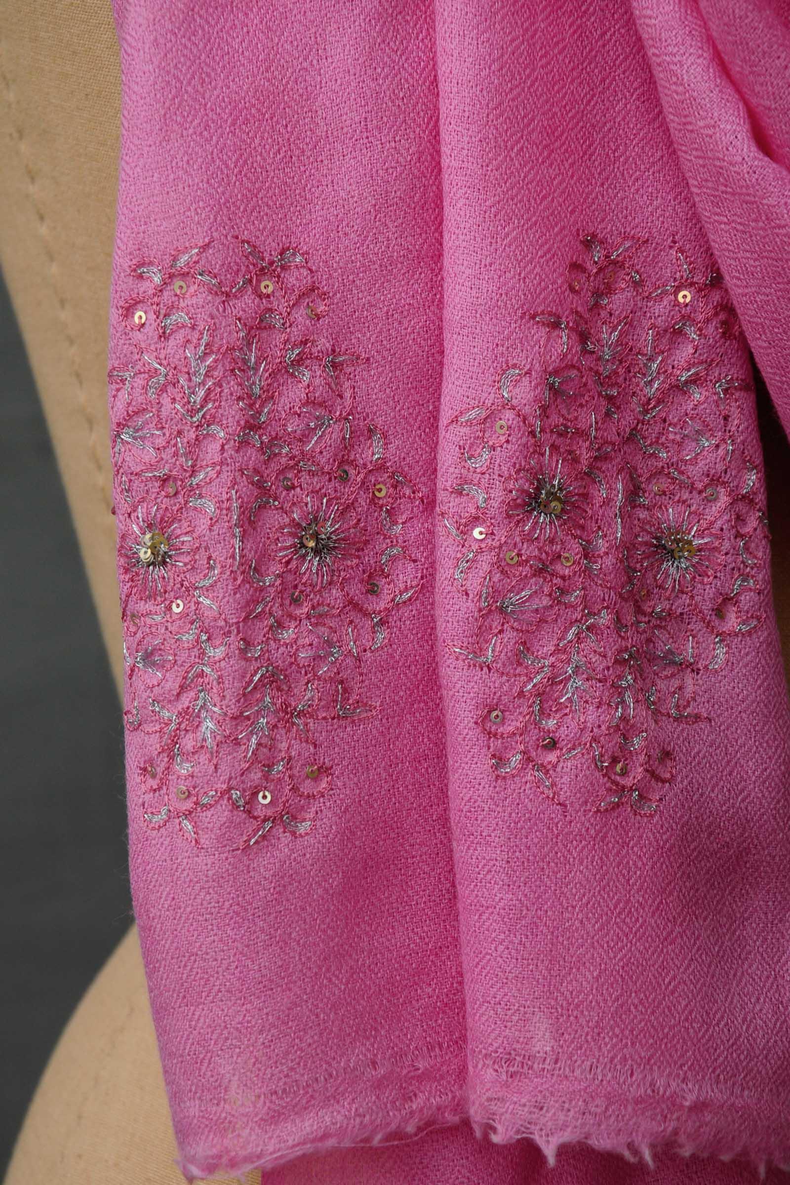 Bareek Boota Pink Woolen Stole