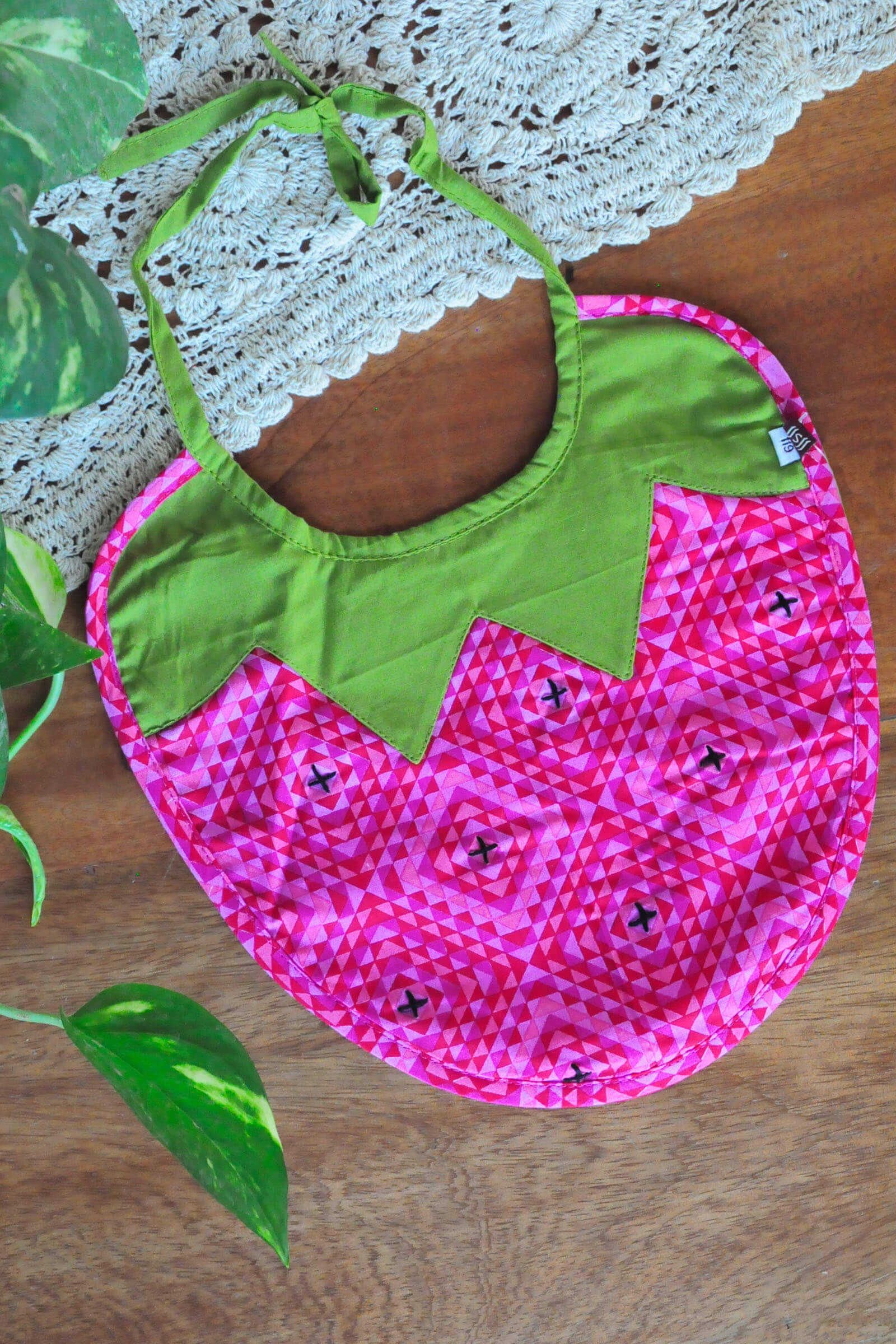 Baby Bib Strawberry C-2