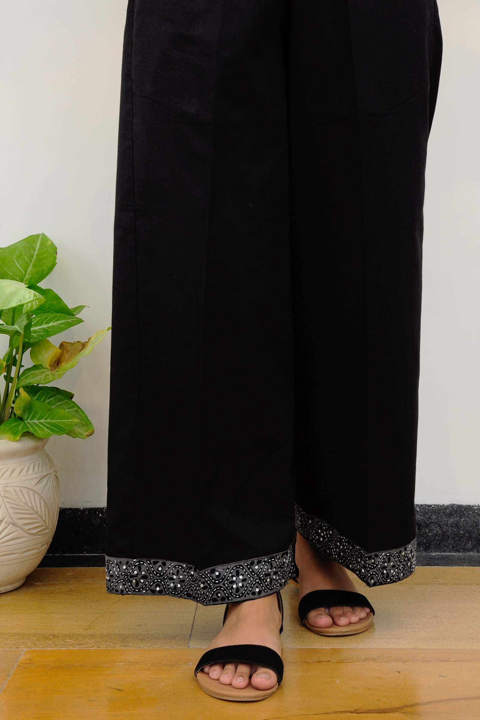Black Plain Emb Pant