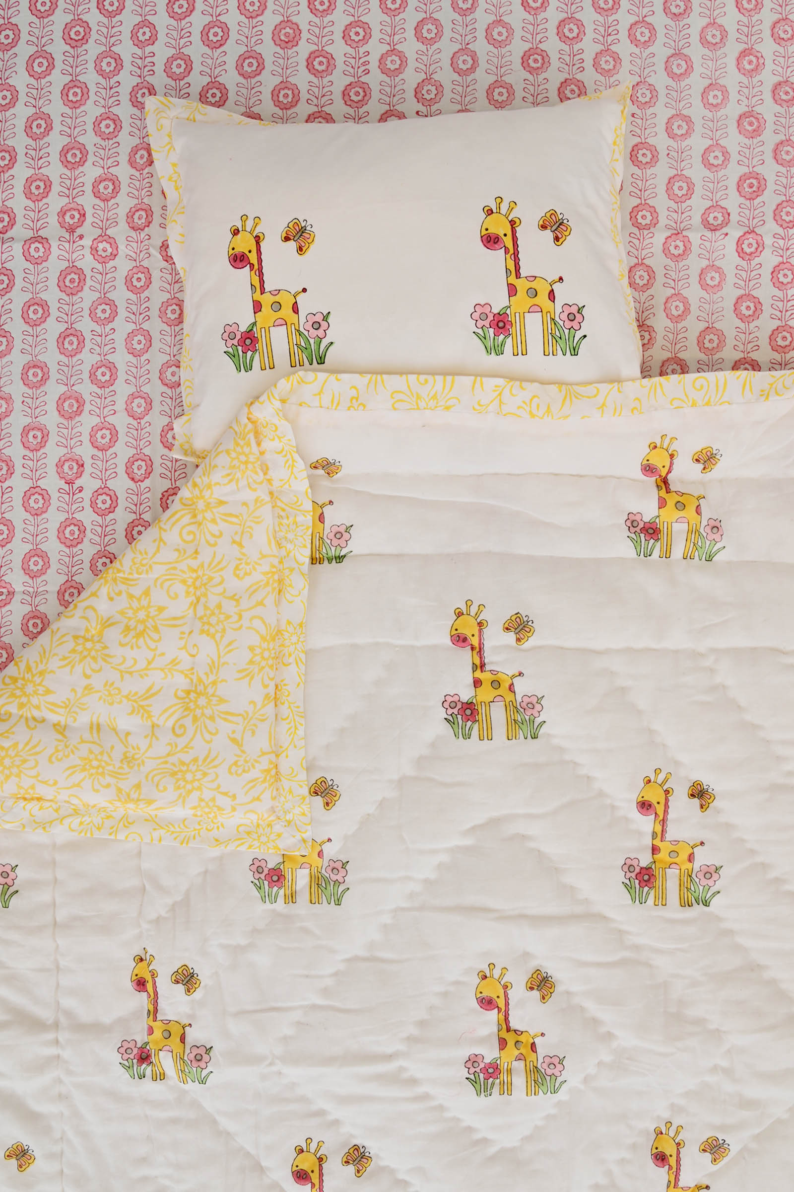 Giraffe With Flower Crib Set