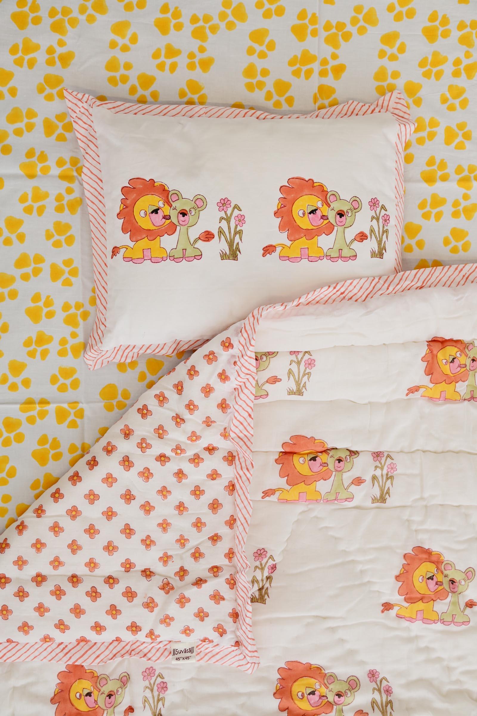 Lion Kisses Crib Set