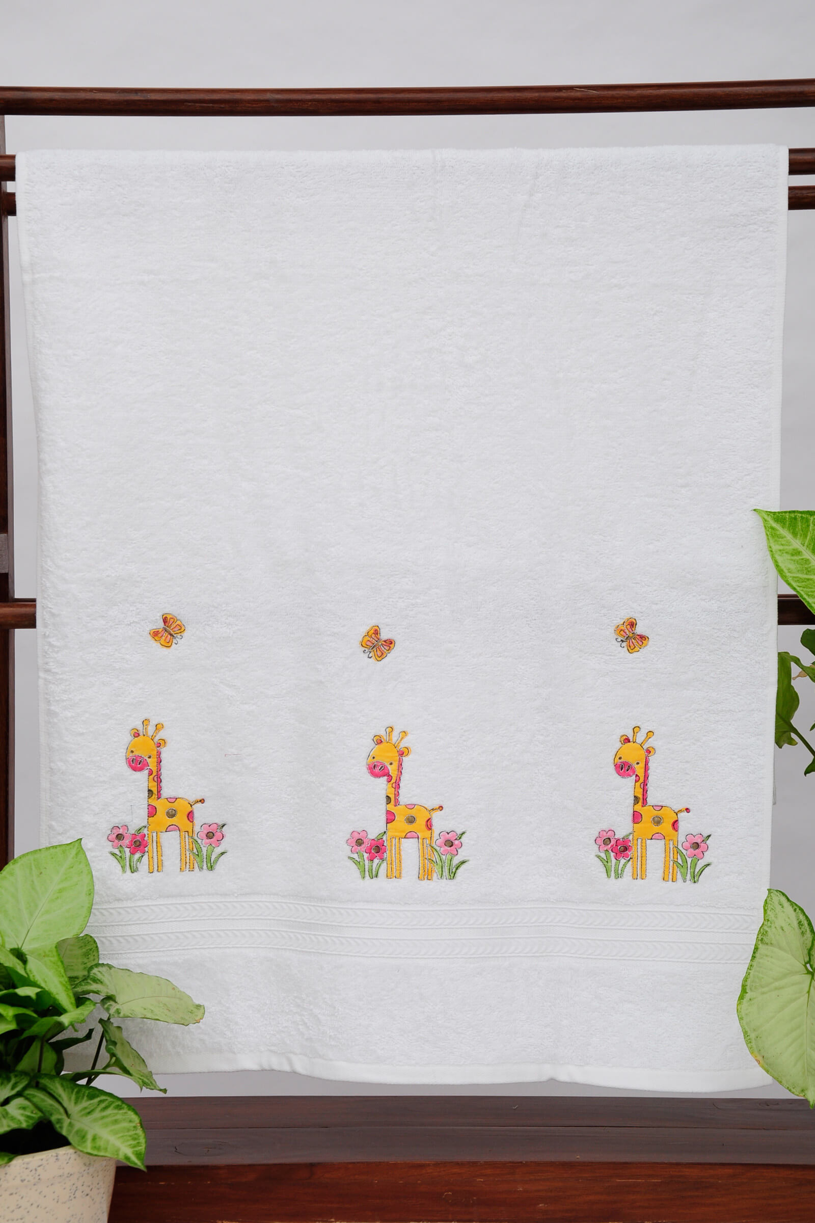 Giraffe With Flowers Towel