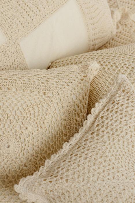 Crochet Floral 16*16 Cushion Cover